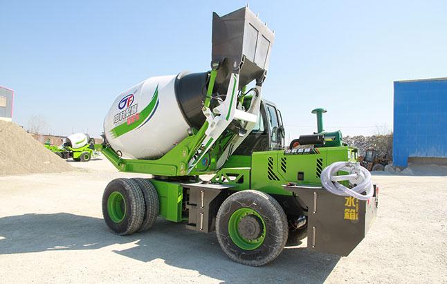 自动搅拌车厂家:油泥对混凝土运输搅拌车的影响?