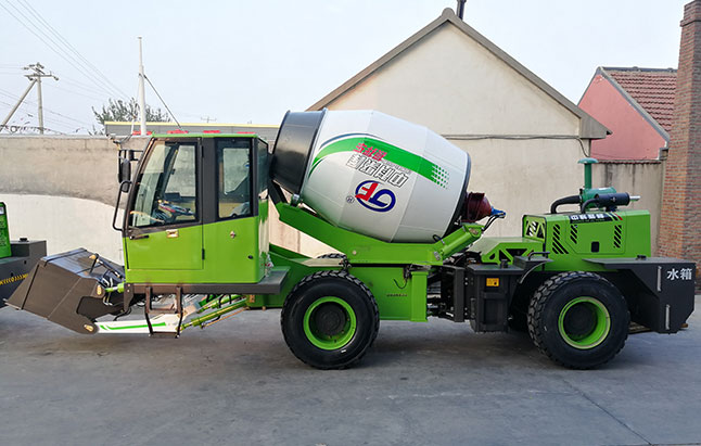 自上料混凝土搅拌车燃油系统保养?